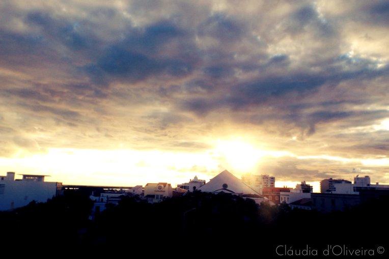 pôr do sol como já não vi há dias. vista da minha varanda.